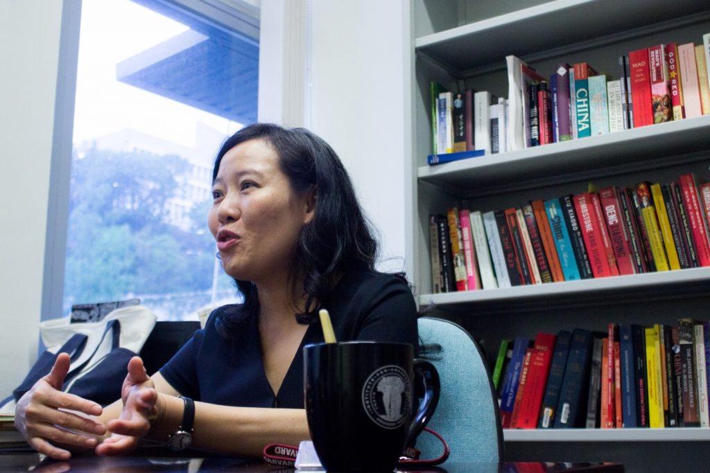 叶家润 张沚铃: 【专访】 历史系教授何晓清:我是一名播种者